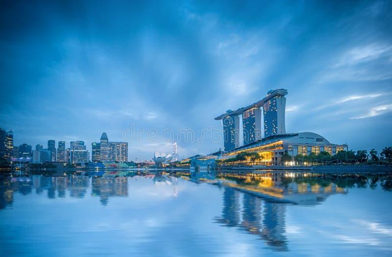 Vista de areias de Marina Bay no nascer do sol em Singapura imagem de stock royalty free