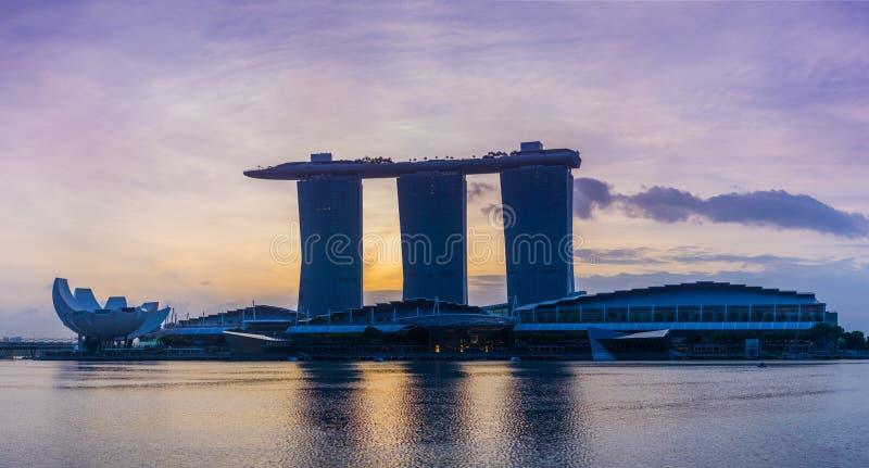 Vista de areias de Marina Bay no nascer do sol em Singapura imagens de stock
