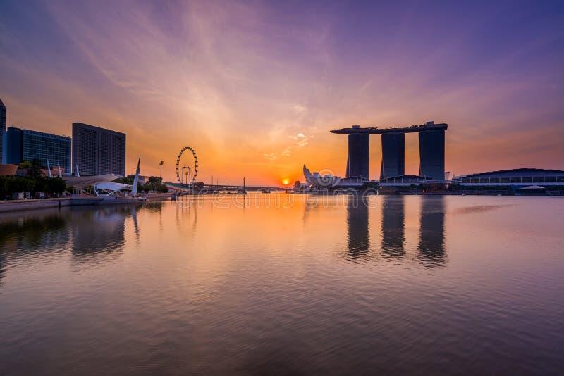 Vista de areias de Marina Bay no nascer do sol em Singapura fotografia de stock royalty free