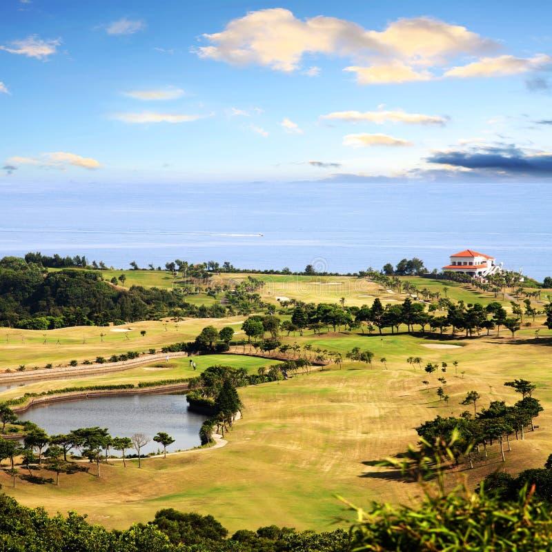 Vista de arriba del campo de golf de bali fotos de archivo