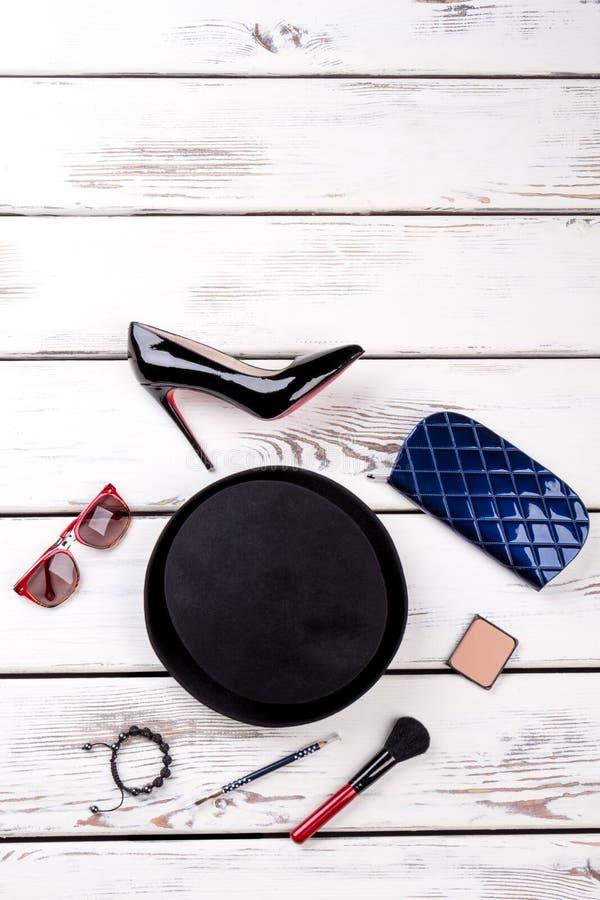 Vista de arriba del sistema de la moda del ` s de las mujeres de accesorios imagen de archivo