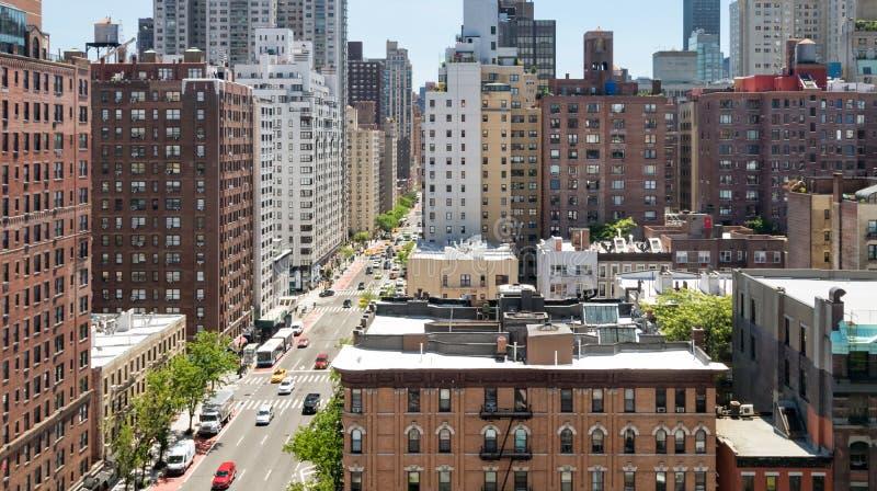 Vista de arriba panorámica de la escena de la calle muy transitada en New York City fotografía de archivo libre de regalías