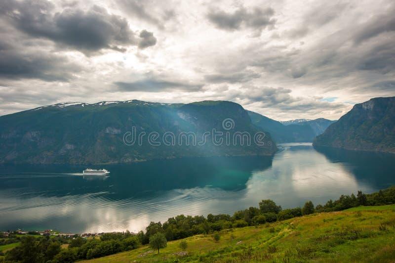 Vista de Aurlandsfjord, Noruega fotos de stock