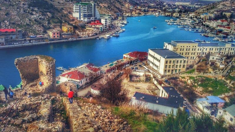Vista de Balaklava de la fortaleza Genoese imagenes de archivo