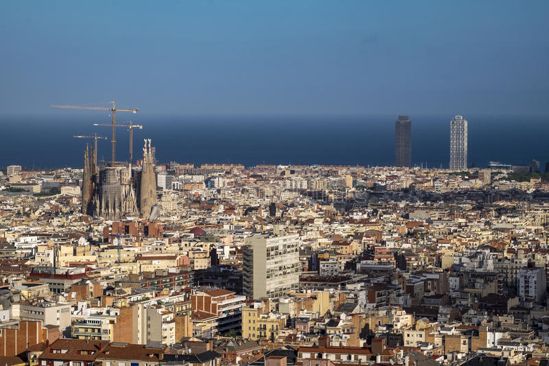 Vista de Barcelona e de Sagrada Familia fotos de stock royalty free
