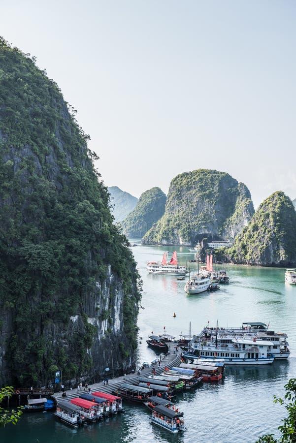 Vista de barcos de turista fotos de stock