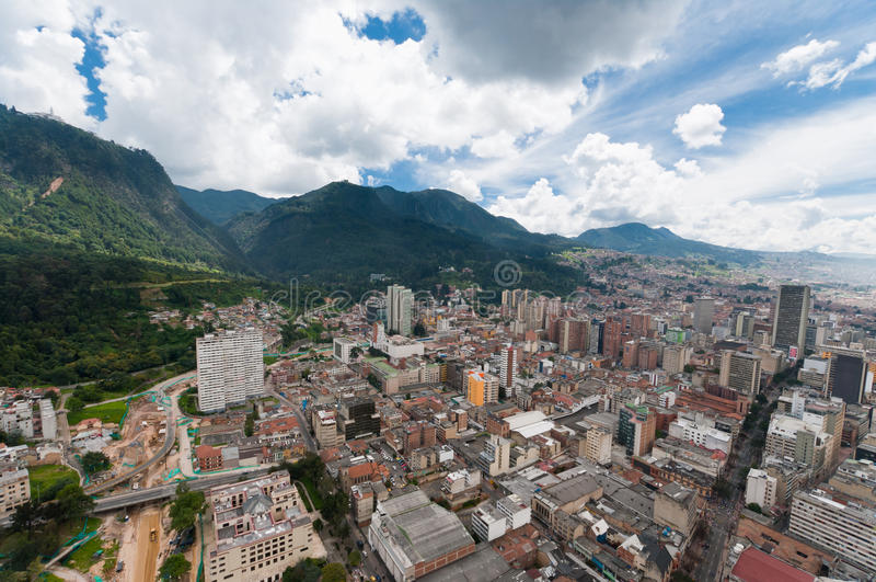 Vista de Bogotá da baixa em Colômbia de acima fotos de stock