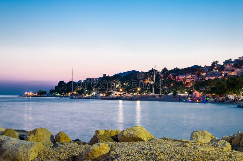 Vista de Brela, Makarska Riviera, Dalmácia, Croácia fotos de stock