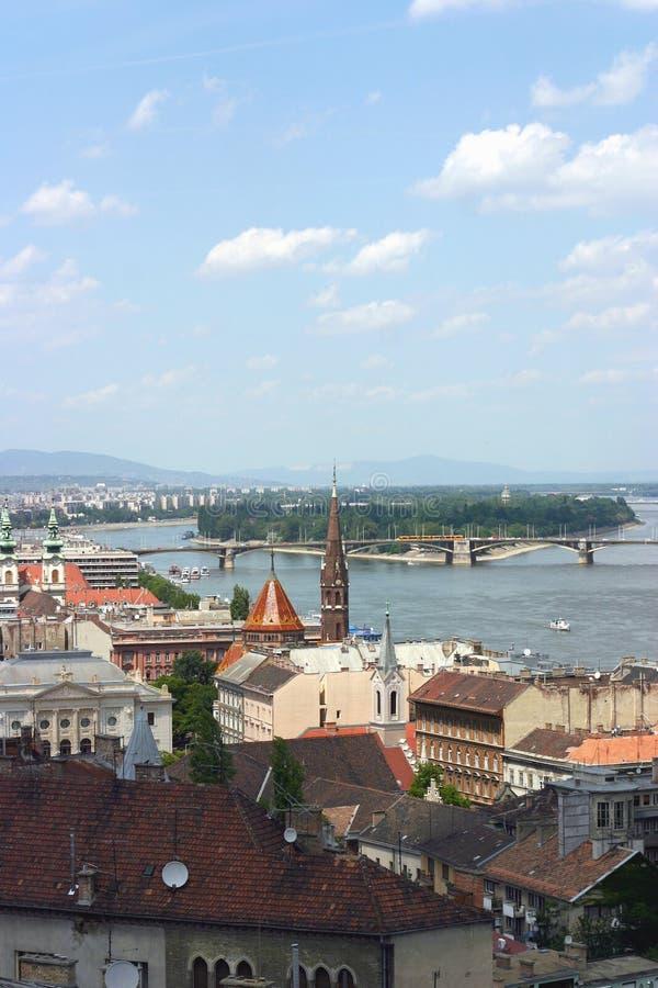 Vista de Budapest con Danubio foto de archivo