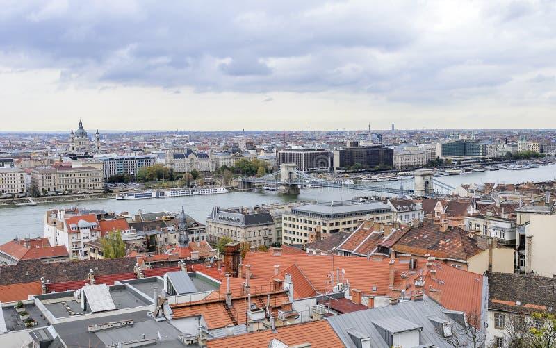 Vista de Budapest do bastião do ` s dos pescadores fotos de stock