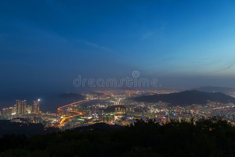 Vista de Busan de cima no crepúsculo imagens de stock royalty free