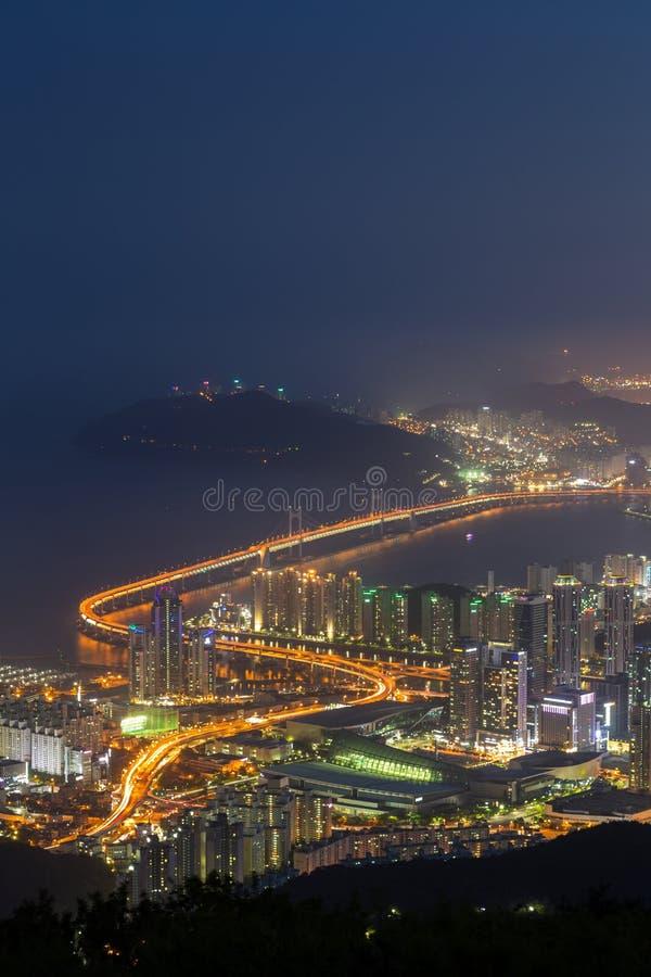 Vista de Busan de cima no crepúsculo imagem de stock royalty free