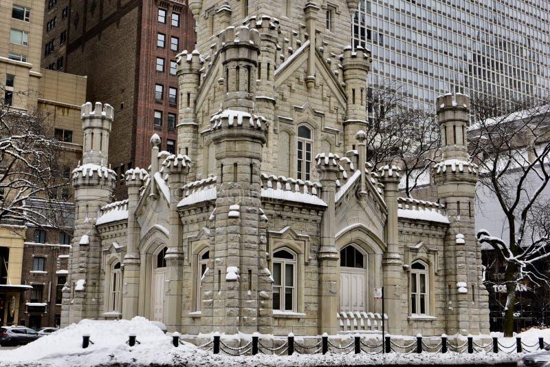 Vista de canto do sudeste da torre de água de Chicago imagem de stock royalty free