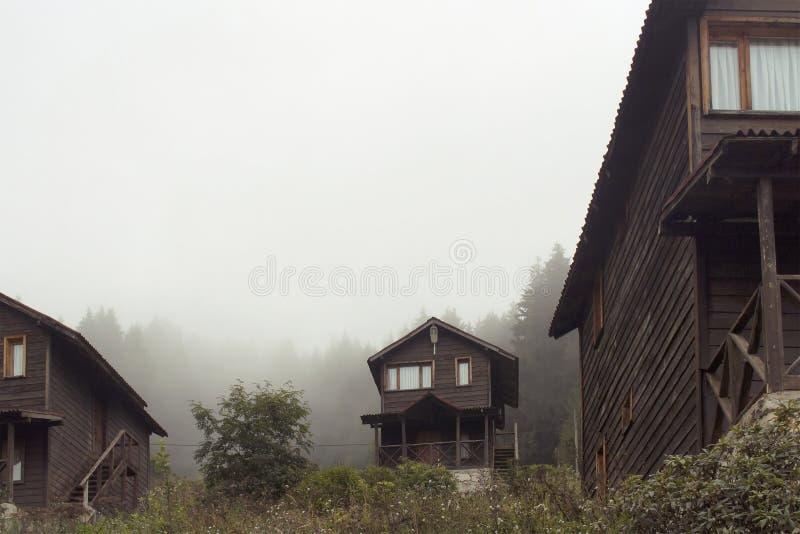 Vista de casas de madeira no platô alto, fotos de stock royalty free