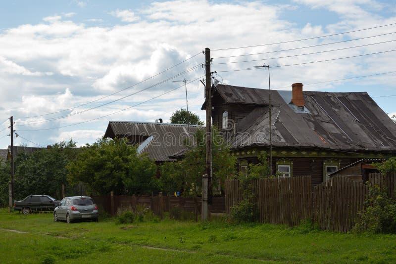 Vista de casas de madera viejas fotografía de archivo