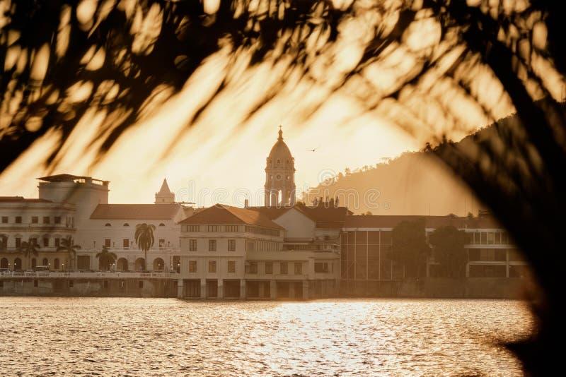 Vista de Casco Antiguo en Ciudad de Panamá en la puesta del sol fotos de archivo libres de regalías