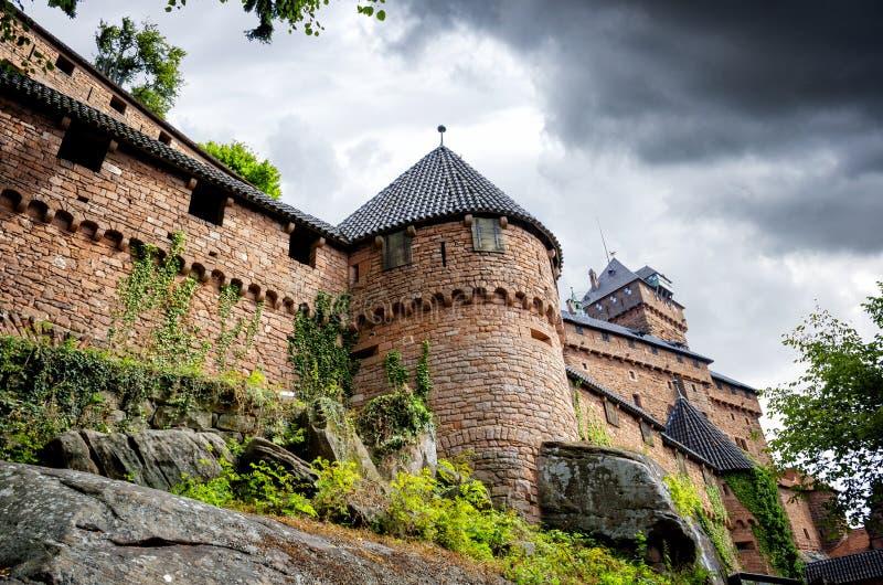 """Vista de Castelo du Haut-Koenigsbourg, †""""França de Orschwiller - de Alsácia imagem de stock royalty free"""