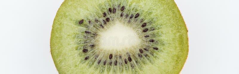 Vista de cerca de kiwi fresco nutritivo y fresco con semillas aisladas en blanco, foto panorámica fotos de archivo