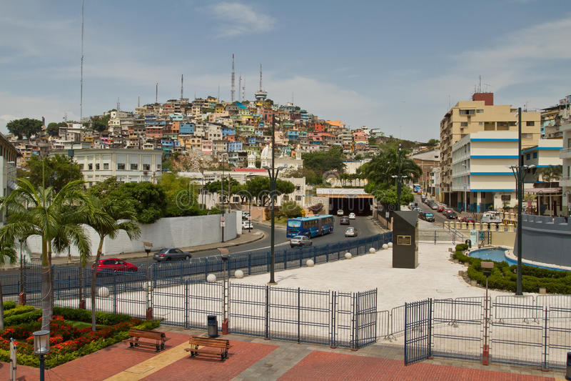 Vista de Cerro Santa Ana, señal de la ciudad adentro imagen de archivo