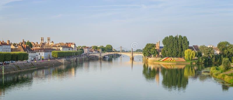 Vista de Chalon-sur-Saone, Francia imagenes de archivo
