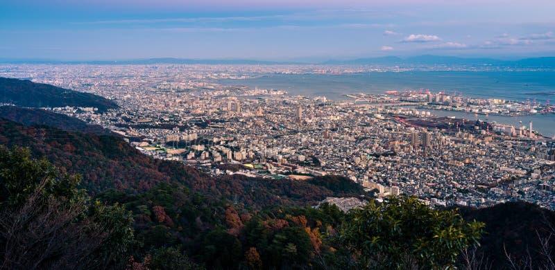Vista de cidades japonesas na região de Kansai do Mt maya A vista é designada a & x22; Dez milhão opiniões da noite do dólar & x2 foto de stock