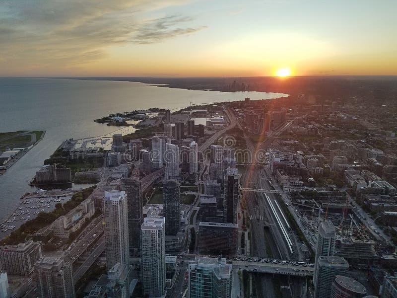 Vista de cima no pôr do sol perto do lago de Ontário fotografia de stock royalty free