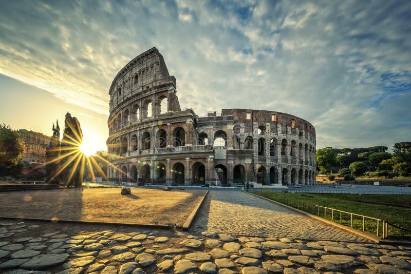 Vista de Colloseum en la salida del sol imagen de archivo libre de regalías