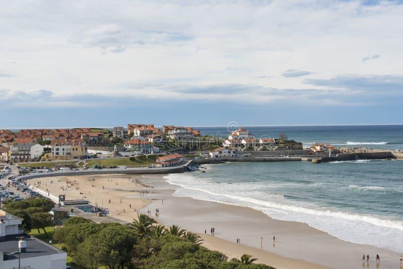 Vista de Comillas, Cantábria, Espanha fotografia de stock