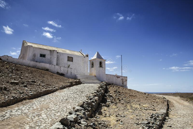 Vista de construções e de vilas velhas em Cabo Verde imagens de stock