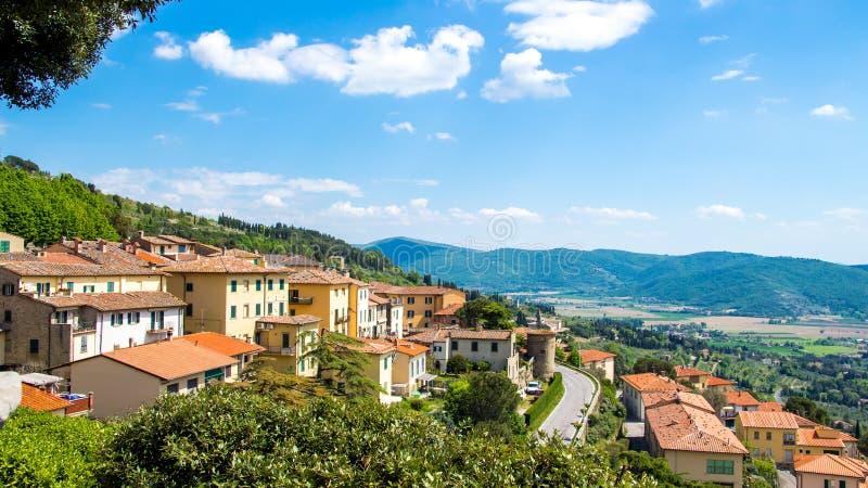 Vista de Cortona, ciudad medieval en Toscana, Italia imagen de archivo