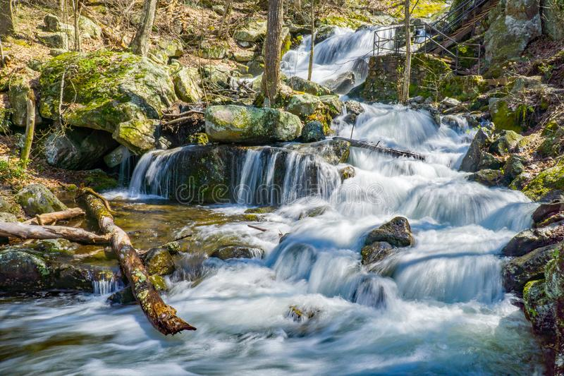 A vista de Crabtree cai em Ridge Mountains azul de Virgínia, EUA imagem de stock royalty free