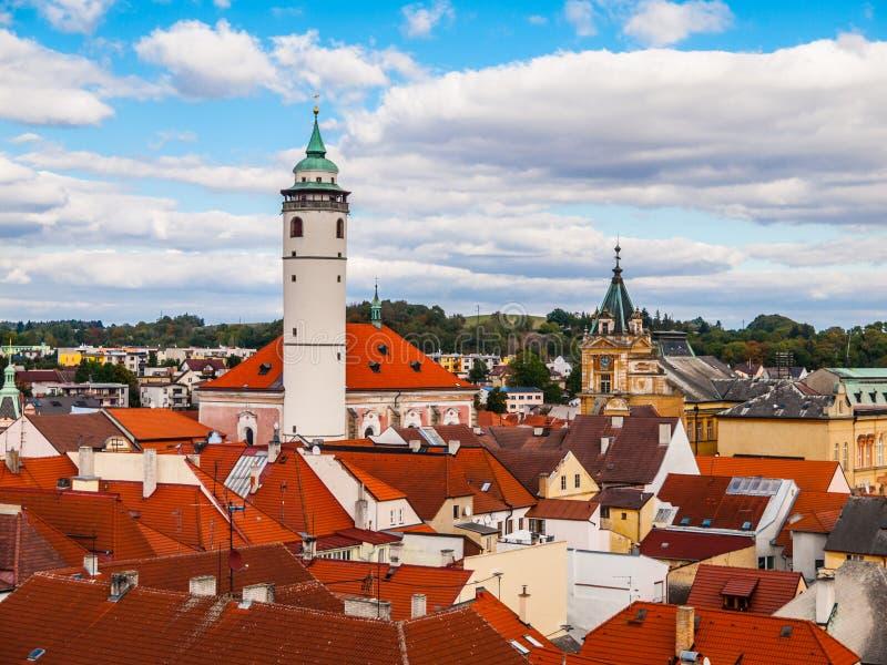 Vista de Domazlice con la torre blanca fotos de archivo libres de regalías