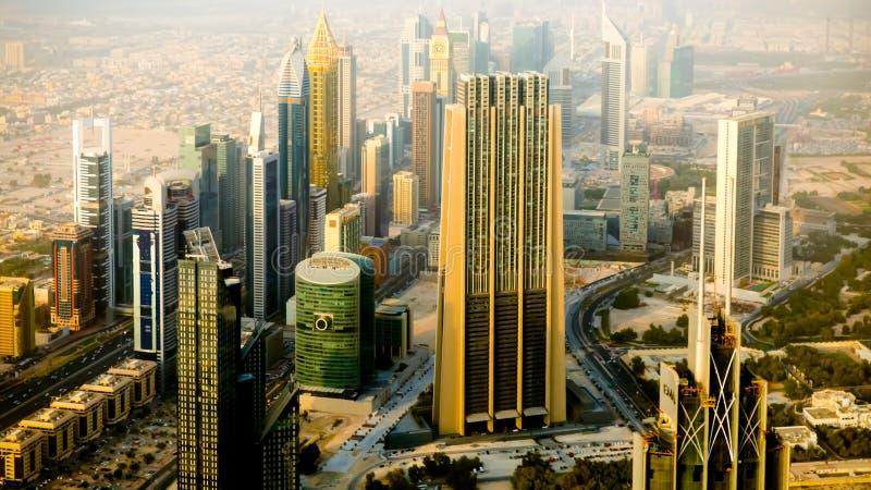 Vista de Dubai e de arranha-céus imagens de stock royalty free