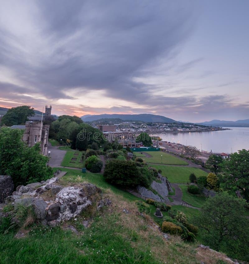 Vista de Dunoon de las ruinas del castillo imagen de archivo libre de regalías