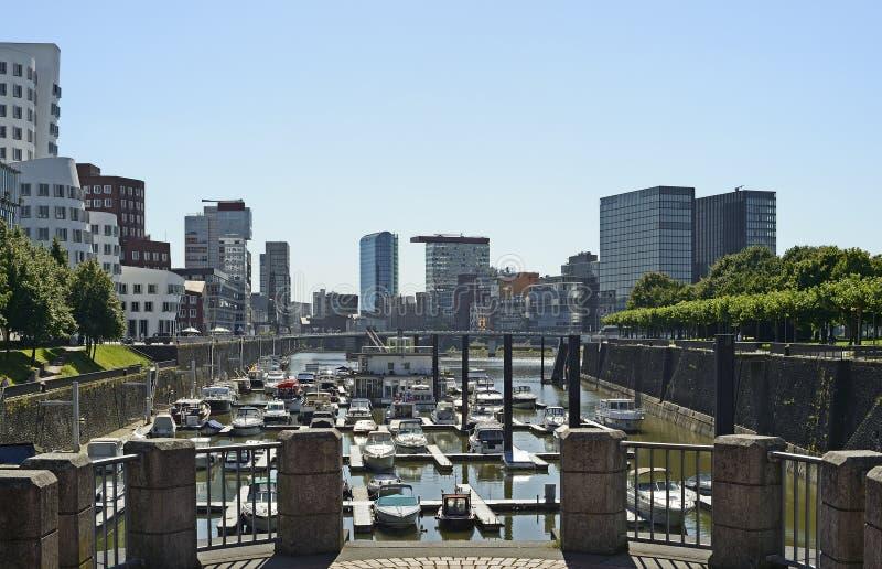 Vista de Dusseldorf moderno em Alemanha imagem de stock royalty free