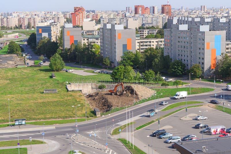 Vista de edificios altos residenciales soviéticos en el distrito de Lasnamae en Tallinn foto de archivo