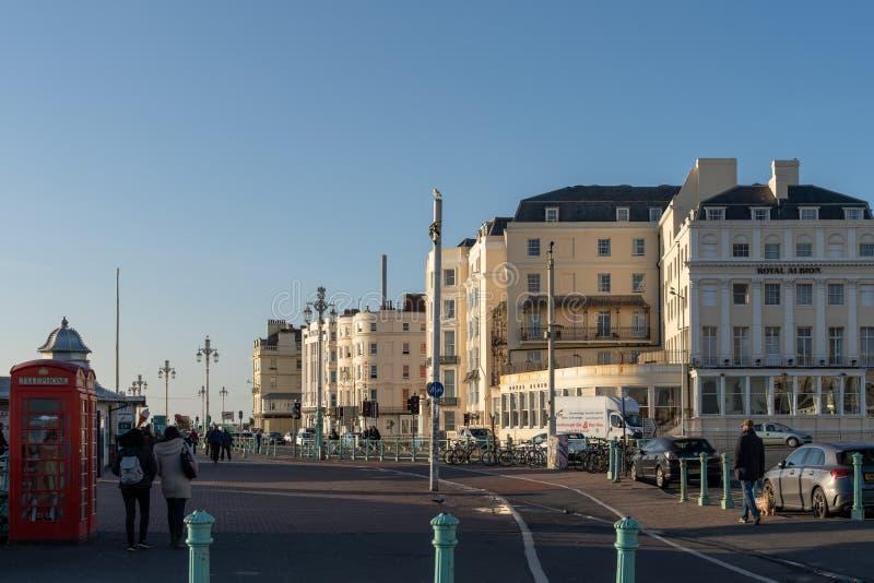 Vista de edificios a lo largo de la orilla del mar en Brighton East Sussex el 8 de enero de 2019 foto de archivo