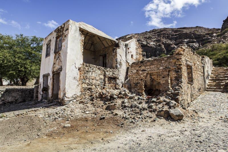 Vista de edificios y de pueblos viejos en Cabo Verde foto de archivo