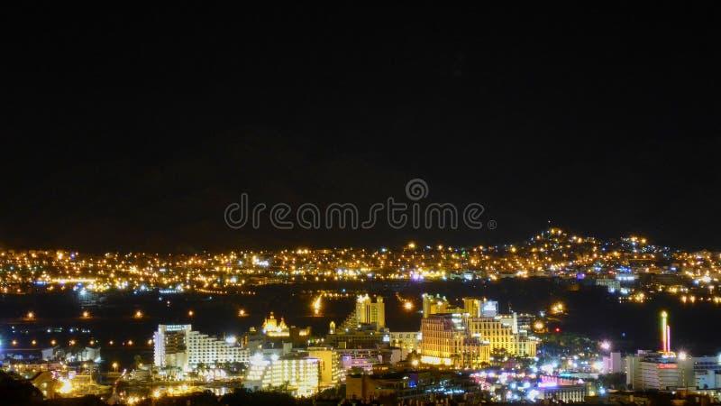 Vista de Eilat na noite imagens de stock royalty free