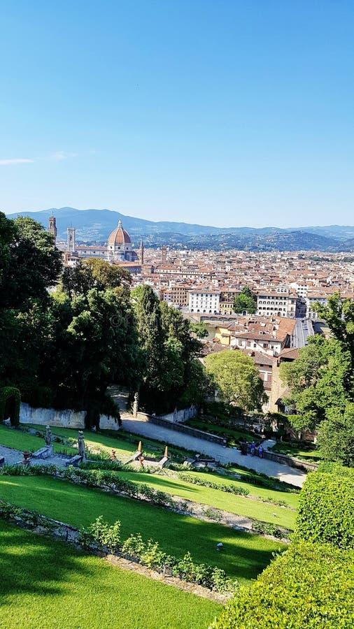 Vista de Florença, Itália, de um jardim da cume foto de stock royalty free