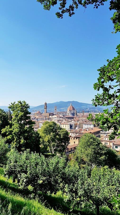 Vista de Florencia, Italia, de un jardín de la cumbre fotos de archivo