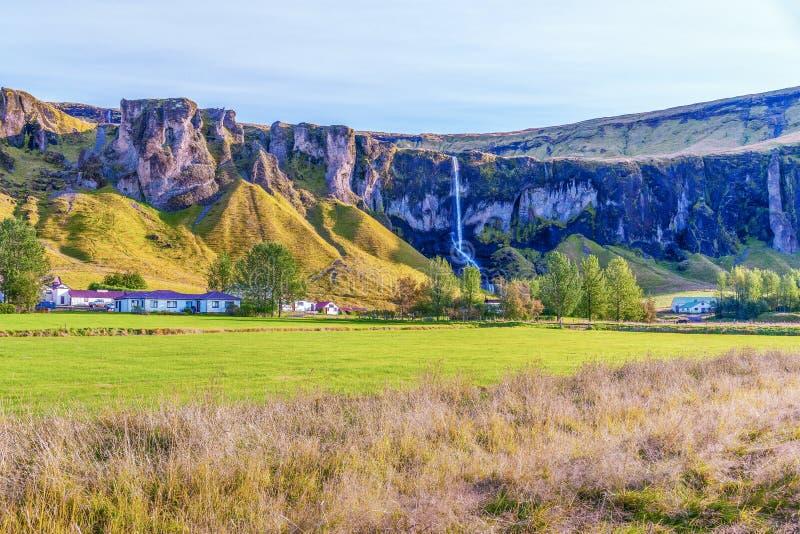 Vista de Foss bonito uma cachoeira de Sidu da estrada 1 Islândia do sul imagens de stock royalty free