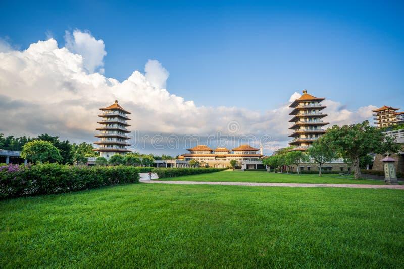 Vista de Front Hall y de ocho pagodas en el templo de las FO Guang Shan Buddha Escenario hermoso y pacífico fotos de archivo
