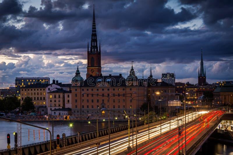 Vista de Galma Stan de Slussen, em Södermalm, Éstocolmo, sueco foto de stock royalty free