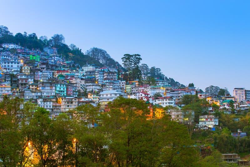Vista de Gangtok o capital de Sikkim, Índia imagens de stock royalty free