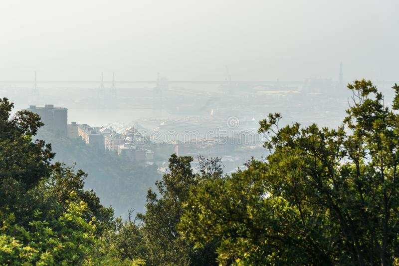 Vista de Genoa na névoa Italy imagens de stock royalty free