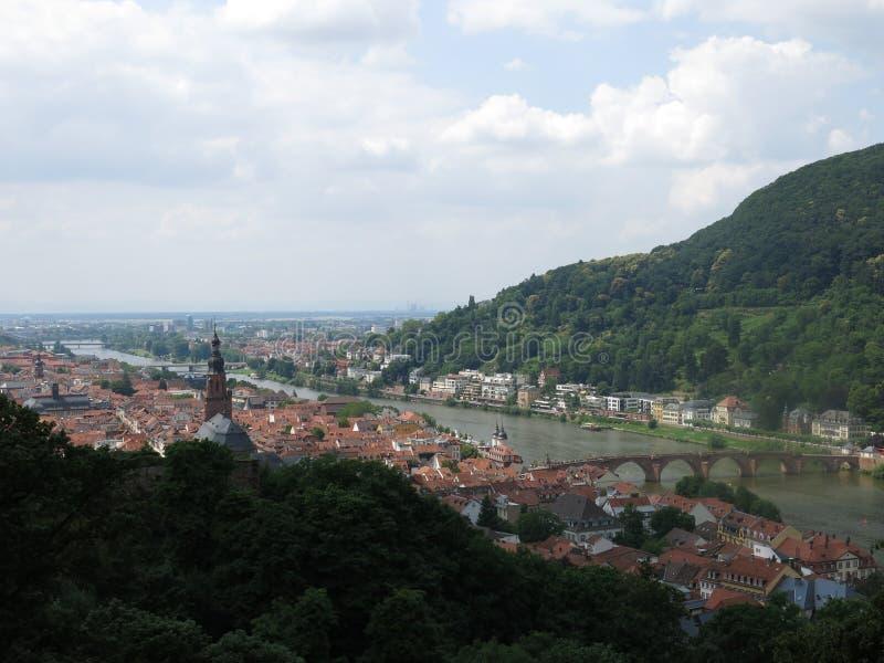 Vista de Heidelberg dos jardins do castelo fotos de stock