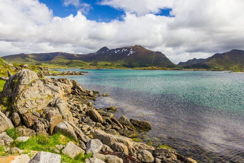 Vista de ilhas de Lofoten em Noruega imagem de stock royalty free
