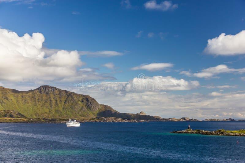 Vista de ilhas de Lofoten em Noruega fotos de stock royalty free