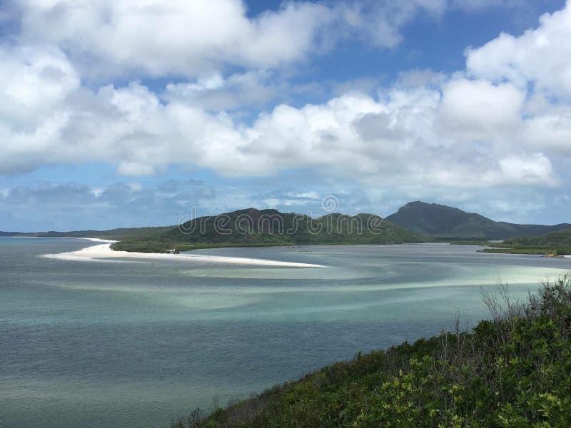 Vista de ilhas do domingo de Pentecostes em Austrália foto de stock royalty free